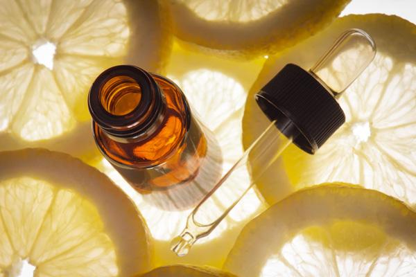 Sve čari eteričnog ulja limuna