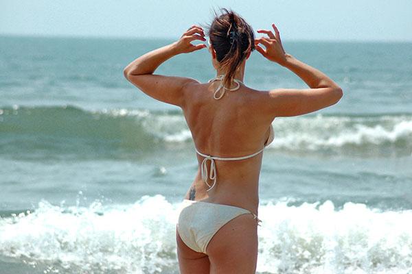 Kako kupaćim kostimom istaknuti atribute?
