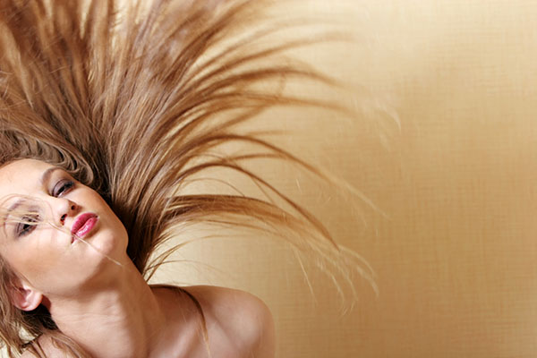 Gusta, lijepa, njegovana kosa uz Dercos Neogenic