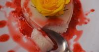 Fantastična panna cotta od kokosa s preljevom od malina