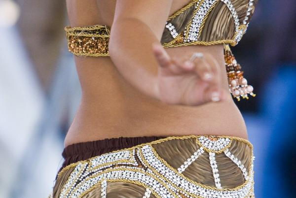 7 pokreta iz trbušnog plesa za zatezanje oblina (posebice trbuha)