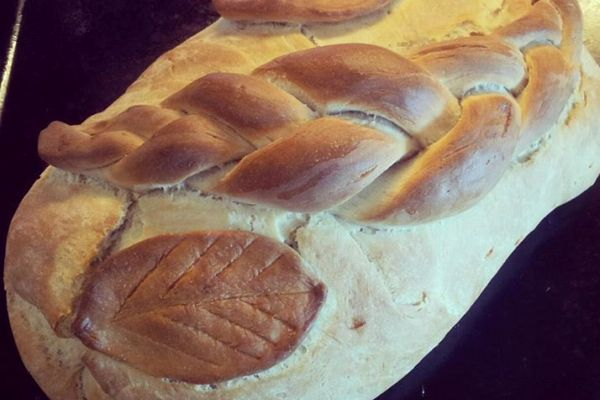 Slastan, topao i vrući Uskršnji kruh