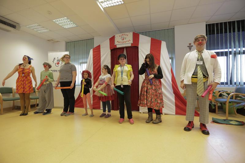 Cirkus Pacijentus u posjeti bolnicama