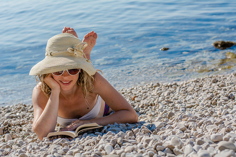 Naturalin književni klub: Što čitati na plaži