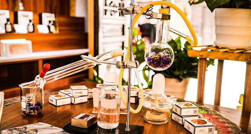 Prva izložba prirodnih parfema -