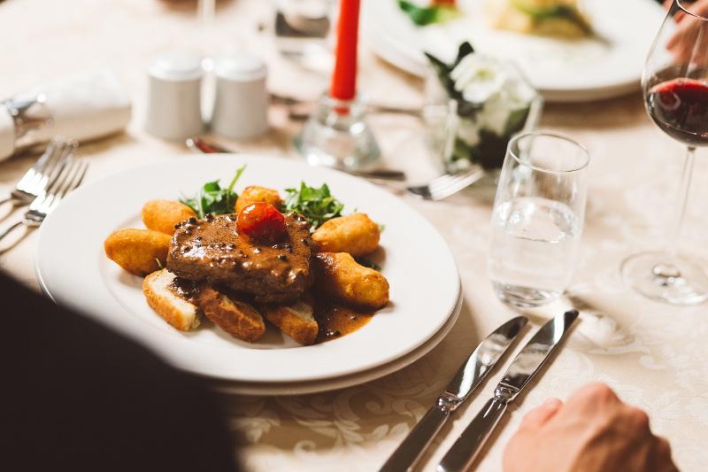 Juha od kopriva, salata s ramstekom, svinjetina s kajenskim paprom - zvijezde novog menija dvorca Mihanović