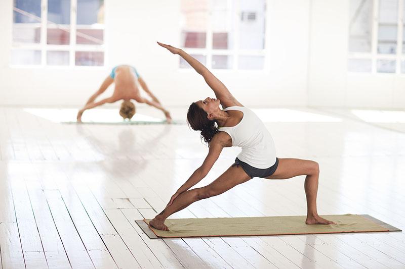 Isprobaj ovaj joga flow za koncentraciju i energiju