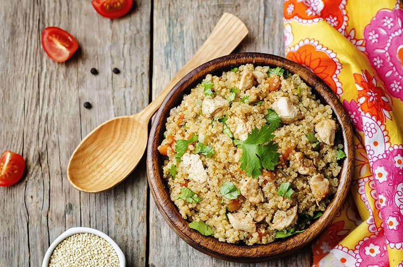 Topla salata s kvinojom koju ćete poželjeti jesti cijelu jesen