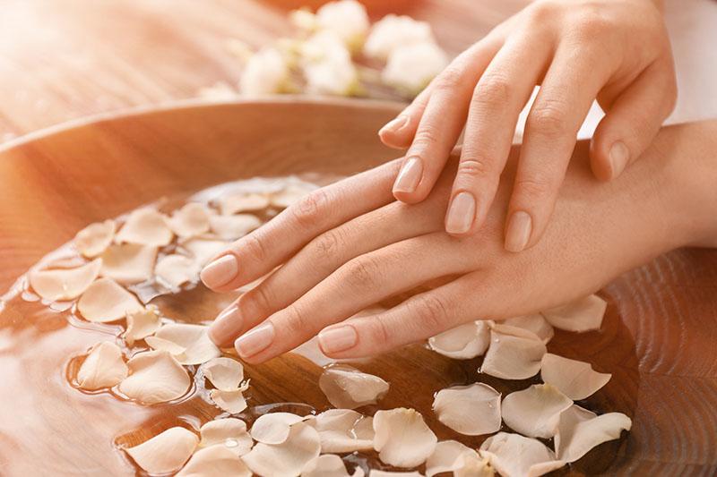 Muče te tanki i lomljivi nokti? Isprobaj uljnu mješavinu koja jača i oporavlja nokte
