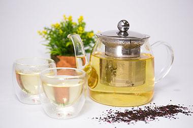 Šalica čaja: Čaj i biljne kapi za mršavljenje
