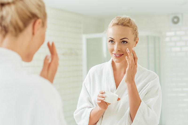 Bez bora i borica: Anti age serum za njegu područja oko očiju