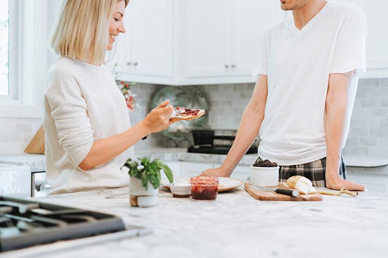 Čista kuhinja, manje kilograma – evo zašto biste trebali primijeniti savjete Marie Kondo i u kuhinji