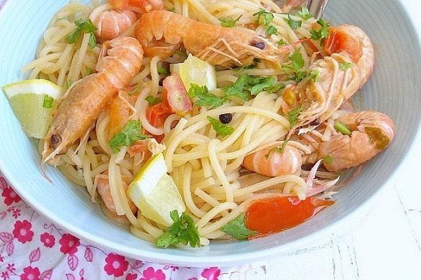 Špageti sa škampima na buzaru
