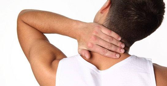 Bol u ramenu uzrokovana ozljedom ili kila vratne kralježnice.